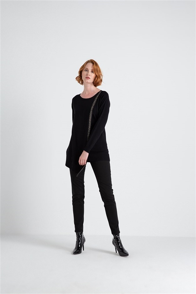 Asymmetric Knitwear With Emroidery Detail Black