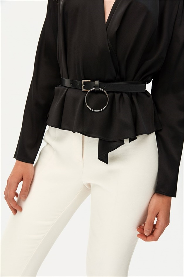 BELT WITH A ROUND METAL BUCKLE DETAIL